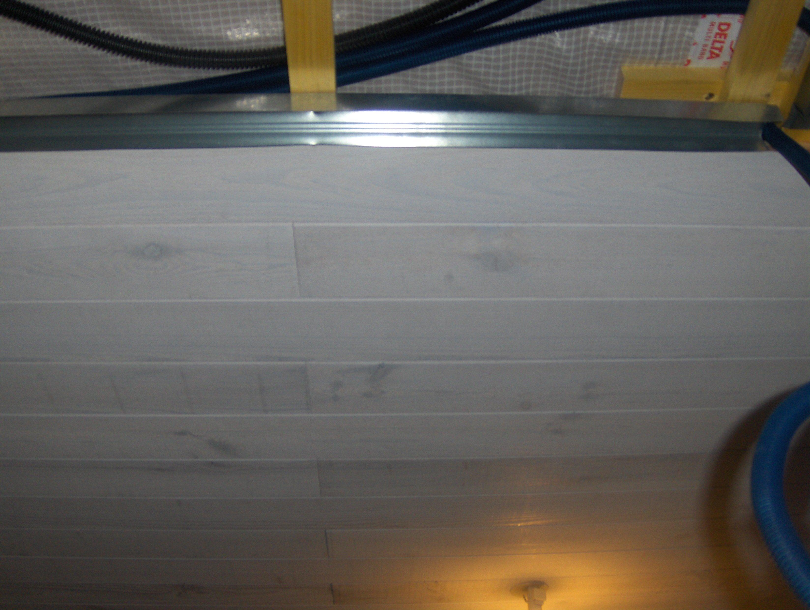 comment poser faux plafond lambris bois travaux de. Black Bedroom Furniture Sets. Home Design Ideas