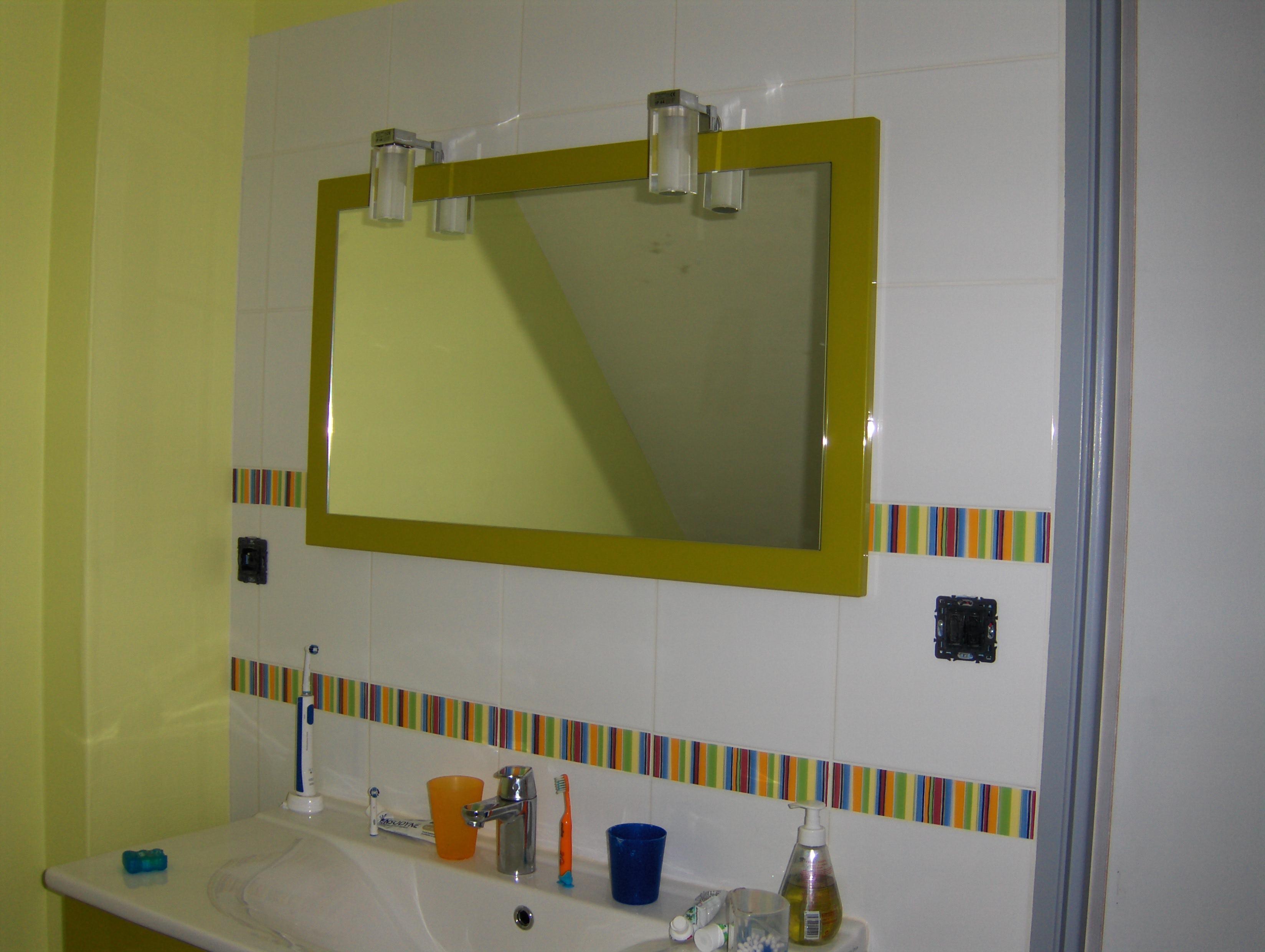 Hauts dans la salle de bains font monter la d co jusqu au for Salle de bain carrelee jusqu au plafond